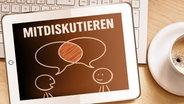 """Ein Tablet mit dem Wort """"Mitreden"""" und einer Zeichnung von zwei diskutierenden Männchen (Bildcollage) © fotolia.com Fotograf: MH, Matthias Enter"""