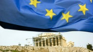 Akropolis in Athen. Gebäude der Akropolis unter Europa Flagge. 06.02.2015 © picture alliance/Robert Geiss Fotograf: Robert Geiss