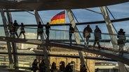 Die Reichstagskuppel in Berlin © picture alliance/chromorange Fotograf: Karl-Heinz Spremberg