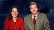 06.04.2001: Anne Will und Ulrich Wickert im Tagesthemen-Studio © dpa/picture-alliance Fotograf: Wolfgang Langenstrassen