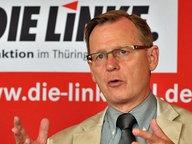 Der Fraktionsvorsitzende der Linken in Thüringen, Bodo Ramelow spricht am Dienstag (11.09.2012) in Erfurt bei einer Pressekonferenz zu Journalisten. © dpa Fotograf: Martin Schutt