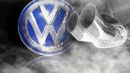 Das VW Logo, zur Hälfte beschmutzt, davor ein Auspuff (Montage) © imago, fotolia Fotograf: Geisser, Mario Beauregard