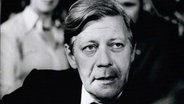 Helmut Schmidt 1973 während eines Interviews. © dpa