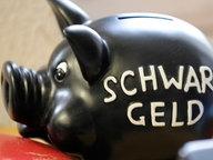Ein Sparschwein für Schwarzgeld © dpa/picture alliance Foto: Fabian Bimmer
