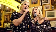 """Ina Müller und Sabine Postel singen im """"Schellfischposten"""" ein Duett. © NDR / Morris Mac Matzen Fotograf: Morris Mac Matzen"""