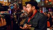 Nathaniel Rateliff & The Night Sweats treten live im Schellfischposten auf. © NDR/Morris Mac Matzen