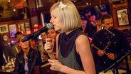 Aurora spielt live im Schellfischposten bei Inas Nacht. © NDR/Morris Mac Matzen