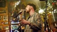 Tom Grennan live bei Inas Nacht. © NDR/Morris Mac Matzen Fotograf: Morris Mac Matzen