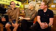 Wigald Boning (links) und Joey Kelly mit Ina Müller im Schellfischposten bei Inas Nacht