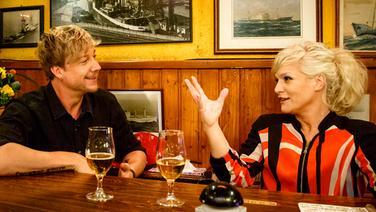 Samu Haber bei Inas Nacht mit Ina Müller im Schellfischposten. © NDR/Morris Mac Matzen Foto: Morris Mac Matzen