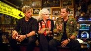 Samu Haber (links) und Sven MArtinek bei Inas Nacht mit Ina Müller im Schellfischposten. © NDR/Morris Mac Matzen Fotograf: Morris Mac Matzen