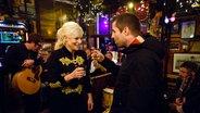 Liam Gallagher bei Inas Nacht mit Ina Müller im Schellfischposten. © NDR/Morris Mac Matzen Foto: Morris Mac Matzen