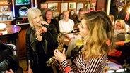 Katrin Bauerfeind spielt Saxofon bei Inas Nacht © NDR/Morris Mac Matzen Foto: Morris Mac Matzen