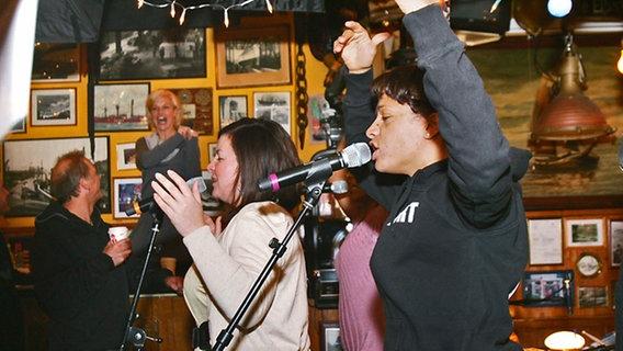 Die Band Miss Platnum bei den Proben zur Aufzeichnung von Inas Nacht © NDR Foto: Christian Spielmann