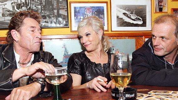 Peter Maffay, Ina Müller und Regisseur Axel Hahne nach der Aufzeichnung © NDR Foto: Christian Spielmann