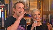 Ina Müller singt mit Schauspieler Wotan Wilke Möhring © NDR / Morris Mac Matzen