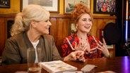 Ina Müller im Gespräch mit Palina Rojinski. © NDR/Morris Mac Matzen