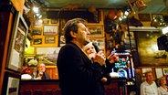Thomas Anders steht mit Ina Müller bei Inas Nacht im Schellfischposten. © Morris Mac Matzen/NDR