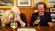 Margarethe Schreinmakers (links) und Olaf Schubert bei Inas Nacht im Schellfischposten. © Morris Mac Matzen/NDR