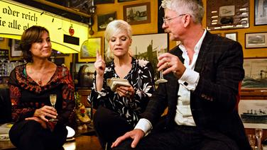 Sandra Maischberger (links) und Heinz Strunk bei Inas Nacht. © Morris Mac Matzen / NDR