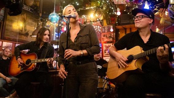 Sarah Connor singt im Schellfischposten © NDR/Morris Mac Matzen