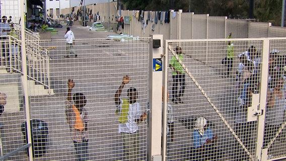 Auffanglager für Flüchtlinge in Lampedusa, Italien. © NDR/artdocu