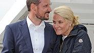 Mette-Marit und Haakon am 12. Juni 2010 auf der Fahrt zum Kreidefelsen. © dpa Foto: Stefan Sauer
