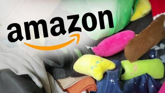 Das Amazon Logo, montiert über einen Haufen von Artikeln, vorwiegend Textilien © NDR/ARD Foto: Screenshot
