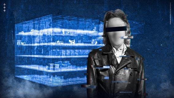 Ein Tatverdächtiger mit Balken vor dem Gesicht steht vor einem Cyberbunker. © NDR/ARD Foto: Screenshot