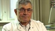 Xaver Baur, ehemaliger Direktor des Zentralinstituts für Arbeitsmedizin und Maritime Medizin in Hamburg © NDR