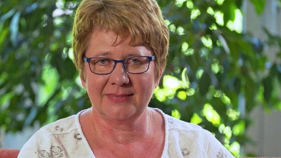 Karen Dabels betreut vier Pflegekinder © NDR