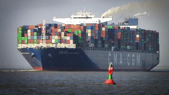 Containerschiff im Hamburger Hafen - Mediathek Thumb