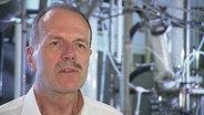 Hanns-Rudolf Paur, Leiter der Abteilung Partikeltechnologie am Karlsruher Institut für Technologie