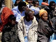 Afrikanische Flüchtlinge in einem Boot