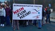 Demonstration gegen ein Flüchtlingsheim im sächsischen Freital. © MDR