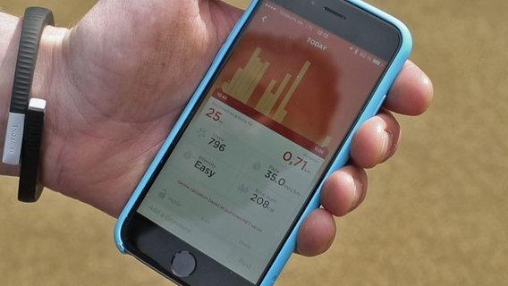 Gesundheits-Apps:  Der Nutzer bekommt für seine Daten individuelle Analysen seiner Messwerte