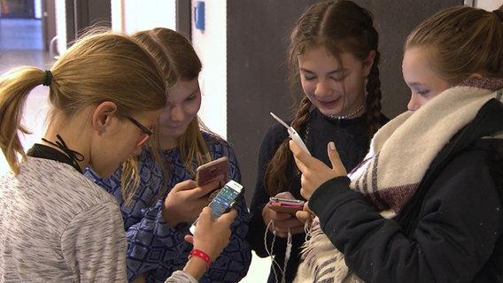 Smartphones: Verdaddeln wir unser Leben? © NDR Foto: Screenshot