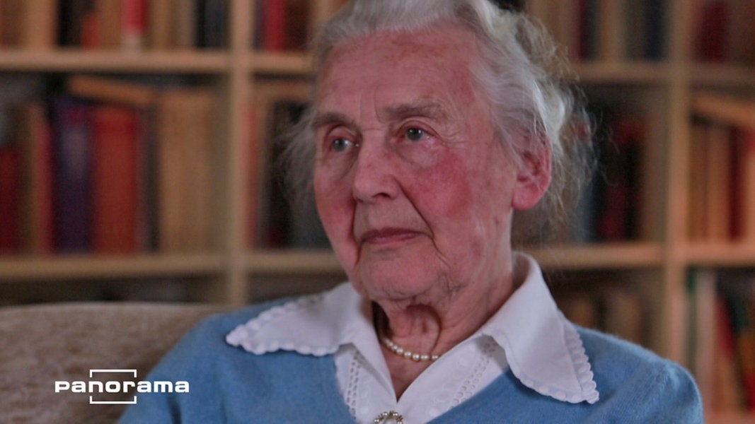 Anciana es encarcelada por contar verdad del holocausto!