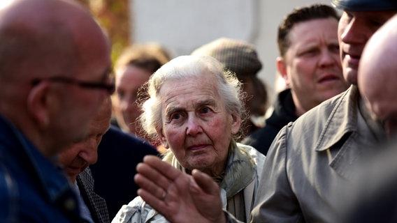 Ursula Haverbeck und Thomas Wulff beim Prozess gegen Gröning in Lüneburg