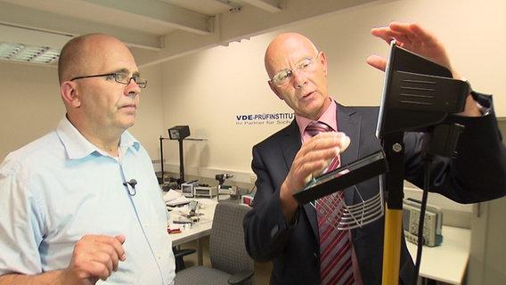 Panorama 3 Autor Jörg Hilbert und Jürgen Ripperger vom Verband der Elektrotechnik Elektronik Informationstechnik (VDE)