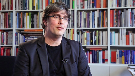 Professor Bert Bielefeld, Bauökonom an der Universität Siegen. © NDR/ARD