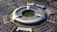 Luftaufnahme des Sitzes des britischen Geheimdienstes GCHQ (Government Communications Headquarters) in Cheltenham, Gloucestershire, England. © picture-alliace/dpa Fotograf: BRITISH MINISTRY OF DEFENCE