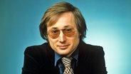 """Auch er war 1977 Panorama-Redakteur: Der spätere """"Spiegel-Chef"""" Stefan Aust in jungen Jahren. © NDR Foto: Panorama"""