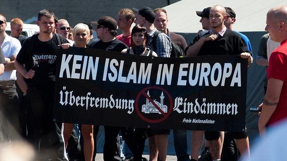 Neonazis demonstrieren gegen den Islam. © Julian Feldmann Foto: Julian Feldmann