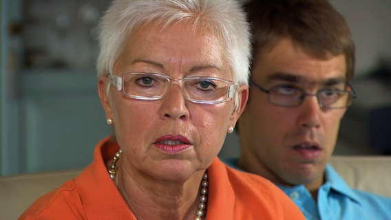 Claudia Bernert mit ihrem Sohn Daniel als Erwachsener.