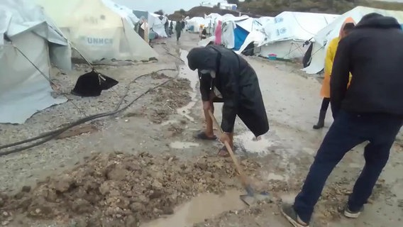 Überschwemmung in dem Flüchtlingslager Kara Tepe © ARD/NDR Foto: Screenshot