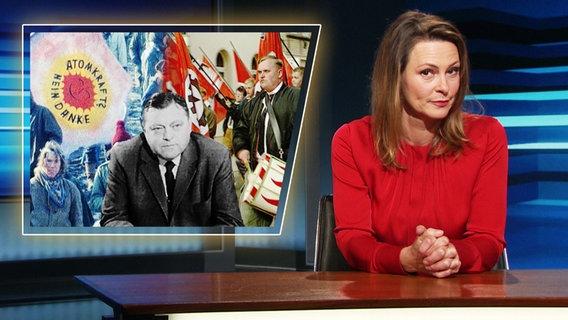 Anja Reschke (r.) sitzt an einem Tisch, links neben ihr eine Bild-Collage bestehend aus Anti-AKW-Protesten, Franz-Josef Strauß und Neonazis. © NDR/ARD Foto: Screenshot