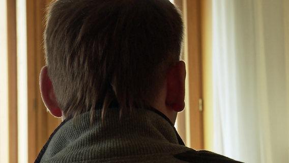 Ein Fan von ZSKA Moskau spricht verdeckt mit Panorama 3.