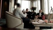 Panorama-Redakteure im Gespräch mit Informanten © NDR Foto: Screenshot