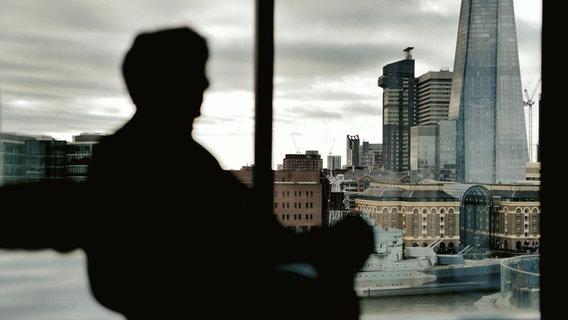 Ein früherer Mitarbeiter der US-amerikanischen Investment-Bank Merrill Lynch, der anonym bleiben will © NDR Foto: Screenshot